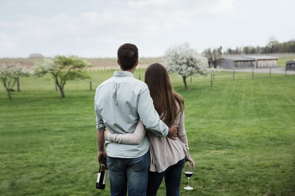 photo-lifestyle-couple-at-winery__pa-wines